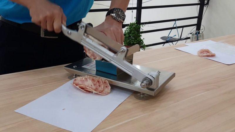 Cách sử dụng máy thái thịt cầm tay
